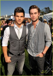 chace-crawford-taylor-lautner-teen-choice-awards-04