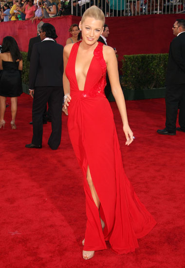 blake-lively-emmy-awards-versace1g