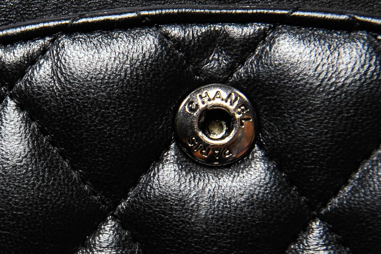 cefc26900 4) Repare no couro interno na cor borgondy e as costuras retas seguindo a  mesma cor. Além disso, a bolsa é sempre feita na França! Se os metais são  dourados ...